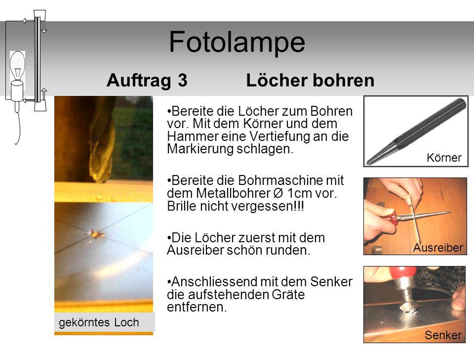 Fotolampe Auftrag 3 Löcher bohren Bereite die Löcher zum Bohren vor. Mit dem Körner und dem Hammer eine Vertiefung an die Markierung schlagen. Bereite