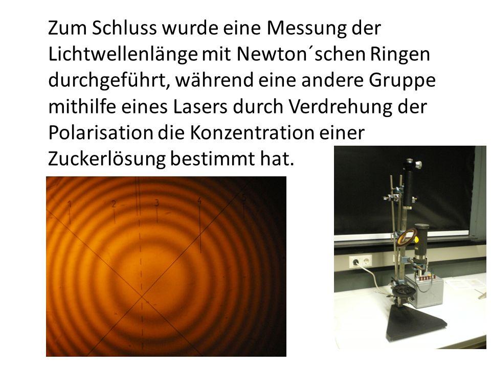 Zum Schluss wurde eine Messung der Lichtwellenlänge mit Newton´schen Ringen durchgeführt, während eine andere Gruppe mithilfe eines Lasers durch Verdr