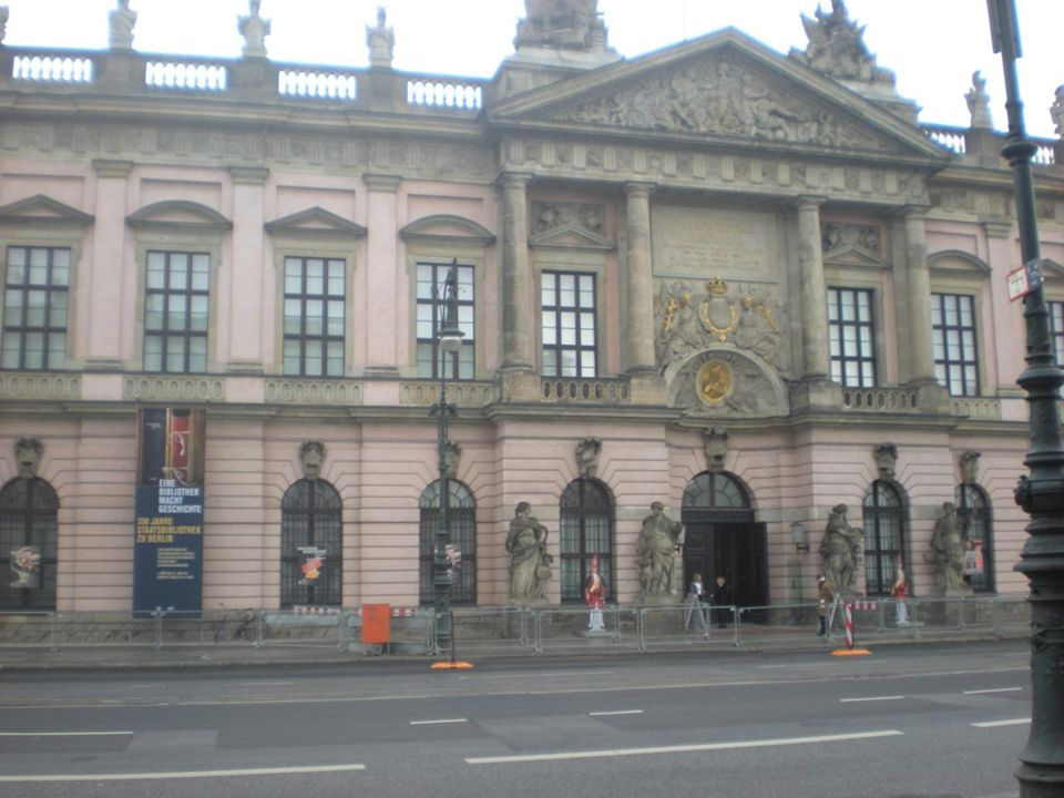Das Europa-Center befindet sich auf der Avenue Unter den Linden.