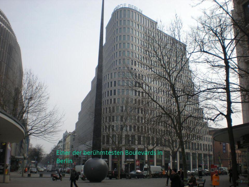 la Einer der berühmtesten Boulevards in Berlin.