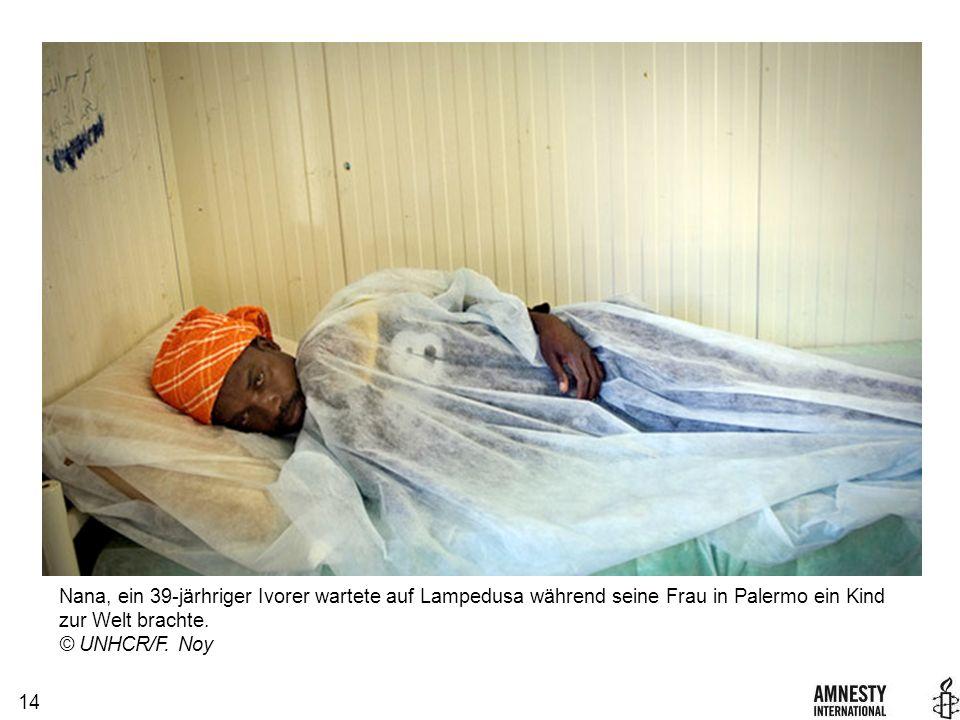 14 Nana, ein 39-järhriger Ivorer wartete auf Lampedusa während seine Frau in Palermo ein Kind zur Welt brachte.