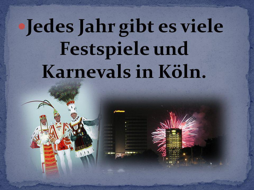 Jedes Jahr gibt es viele Festspiele und Karnevals in Köln.