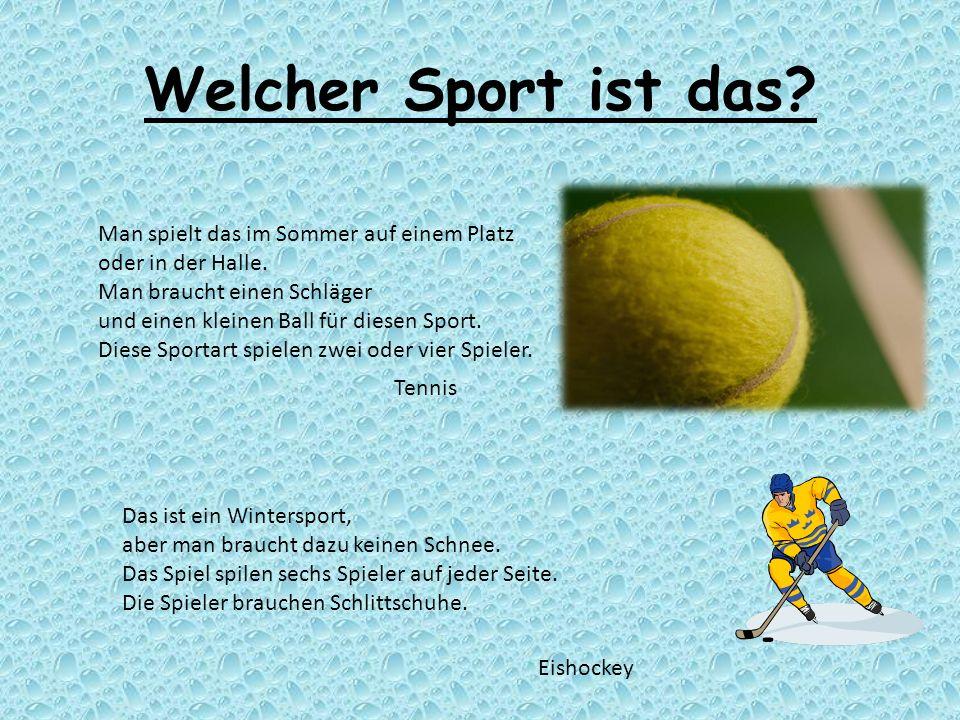 Welcher Sport ist das? Man spielt das im Sommer auf einem Platz oder in der Halle. Man braucht einen Schläger und einen kleinen Ball für diesen Sport.