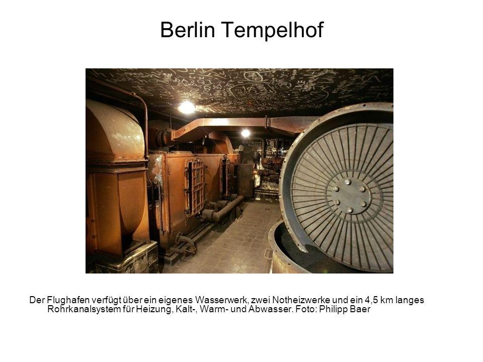 Berlin Tempelhof Der Flughafen verfügt über ein eigenes Wasserwerk, zwei Notheizwerke und ein 4,5 km langes Rohrkanalsystem für Heizung, Kalt-, Warm-