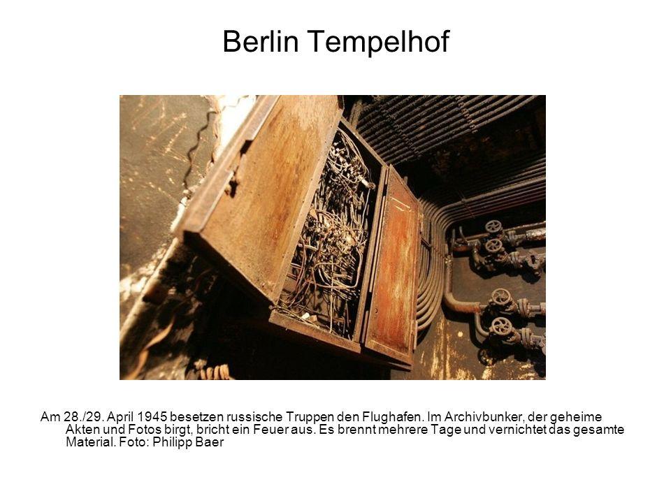 Berlin Tempelhof Am 28./29. April 1945 besetzen russische Truppen den Flughafen. Im Archivbunker, der geheime Akten und Fotos birgt, bricht ein Feuer