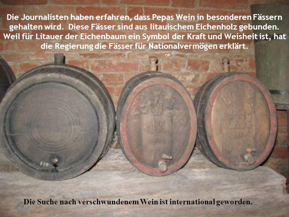 Die Journalisten haben erfahren, dass Pepas Wein in besonderen Fässern gehalten wird. Diese Fässer sind aus litauischem Eichenholz gebunden. Weil für