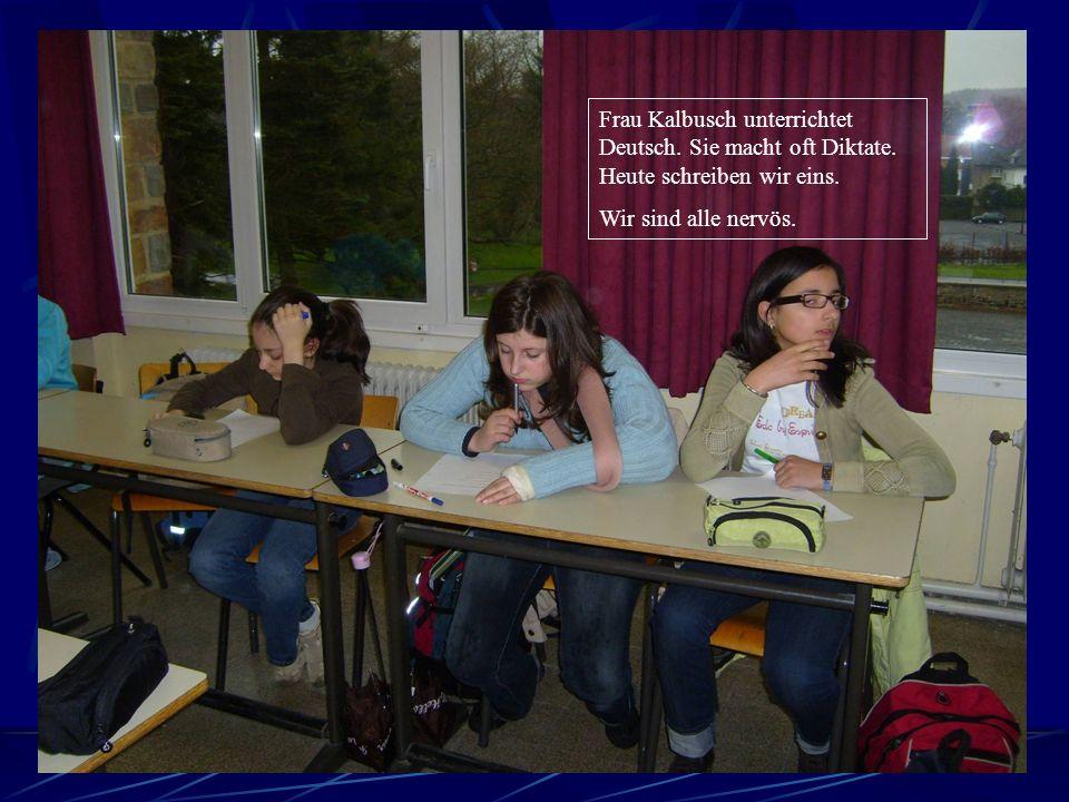 Zuerst haben wir Deutsch im Klassenraum 203 im zweiten Stock.