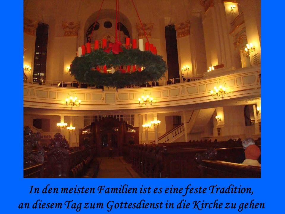In den meisten Familien ist es eine feste Tradition, an diesem Tag zum Gottesdienst in die Kirche zu gehen