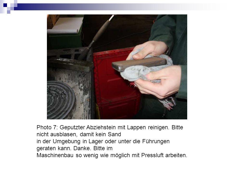 Photo 7: Geputzter Abziehstein mit Lappen reinigen. Bitte nicht ausblasen, damit kein Sand in der Umgebung in Lager oder unter die Führungen geraten k