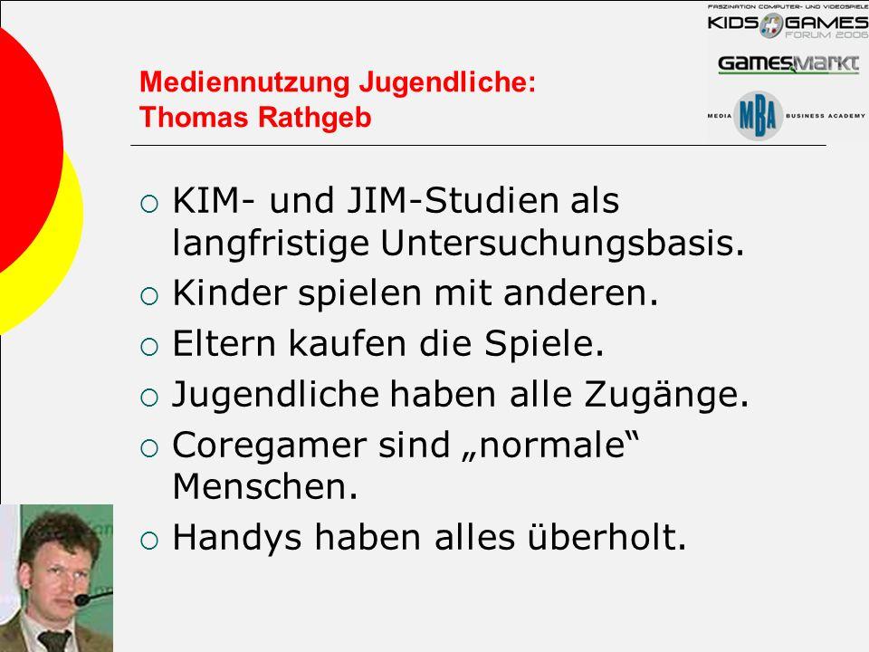 Mediennutzung Jugendliche: Thomas Rathgeb KIM- und JIM-Studien als langfristige Untersuchungsbasis. Kinder spielen mit anderen. Eltern kaufen die Spie