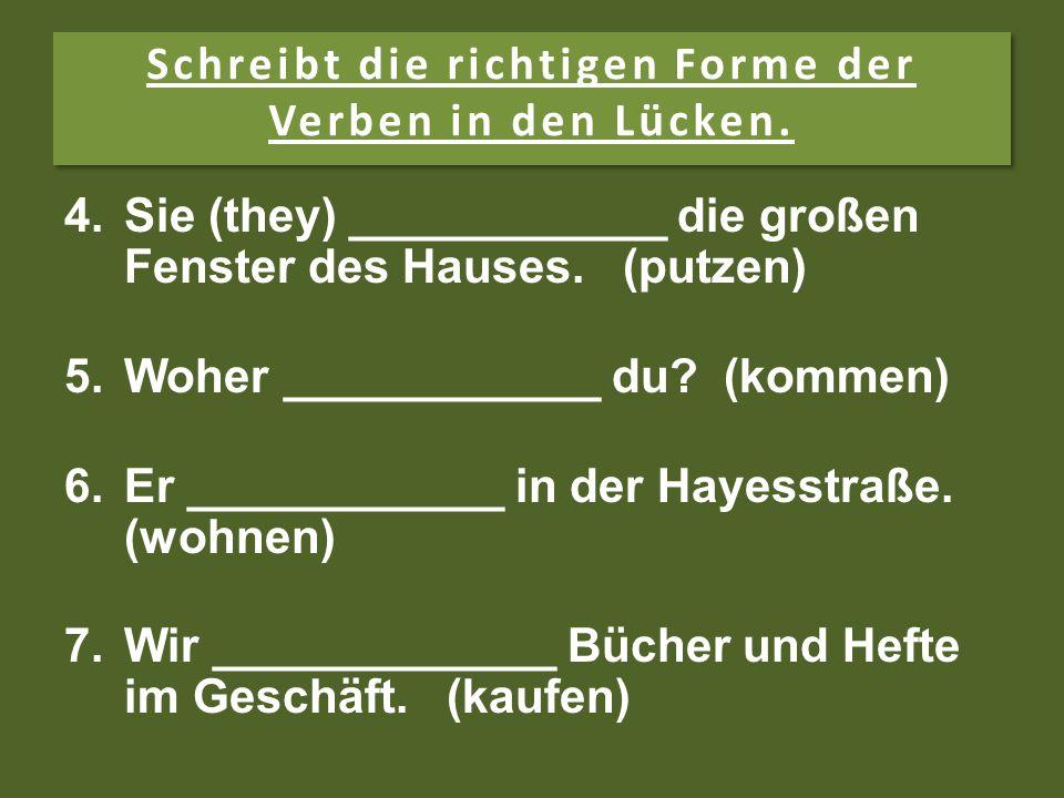 Schreibt die richtigen Forme der Verben in den Lücken. 1. 1.Hans __________ mit den jungen Katzen. (spielen) 2. 2.Ich ____________ das Bett für Mutti.