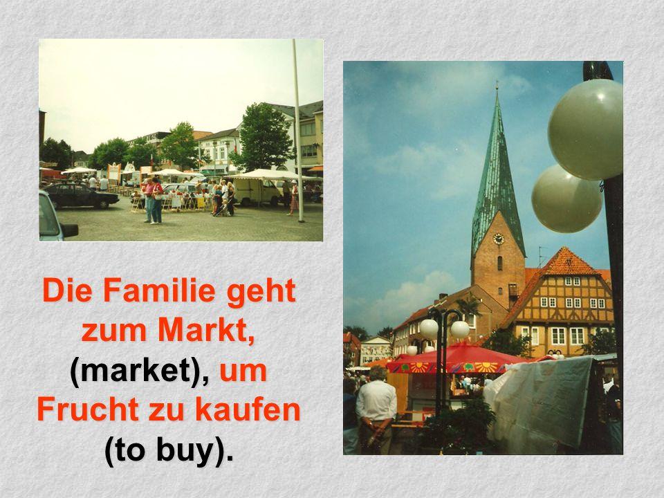 Die Familie geht zum Markt, (market), um Frucht zu kaufen (to buy).