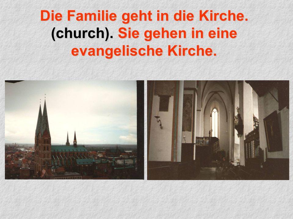Die Familie geht in die Kirche. (church). Sie gehen in eine evangelische Kirche.