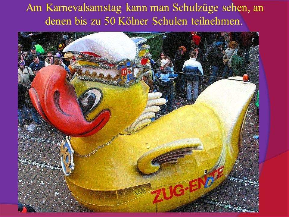 Am Karnevalsamstag kann man Schulzüge sehen, an denen bis zu 50 Kölner Schulen teilnehmen.