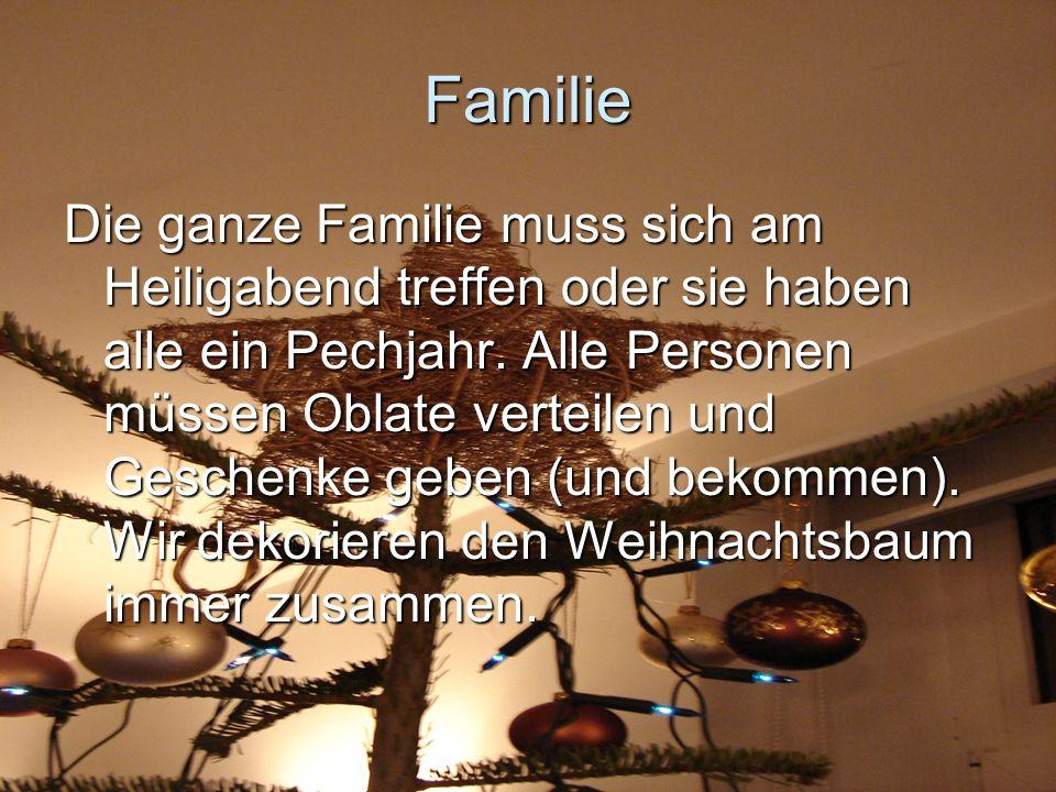Familie Die ganze Familie muss sich am Heiligabend treffen oder sie haben alle ein Pechjahr. Alle Personen müssen Oblate verteilen und Geschenke geben