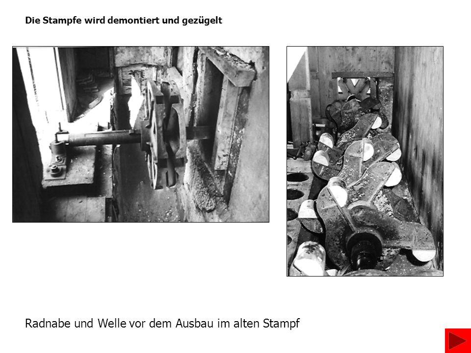 Die Stampfe wird demontiert und gezügelt Radnabe und Welle vor dem Ausbau im alten Stampf