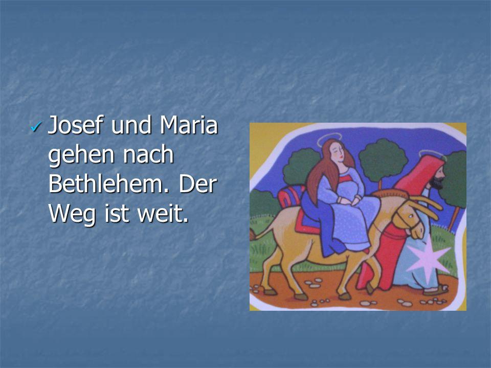 Josef und Maria gehen nach Bethlehem. Der Weg ist weit. Josef und Maria gehen nach Bethlehem. Der Weg ist weit.