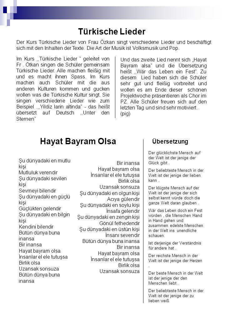 Der Kurs Türkische Lieder von Frau Özkan singt verschiedene Lieder und beschäftigt sich mit den Inhalten der Texte.