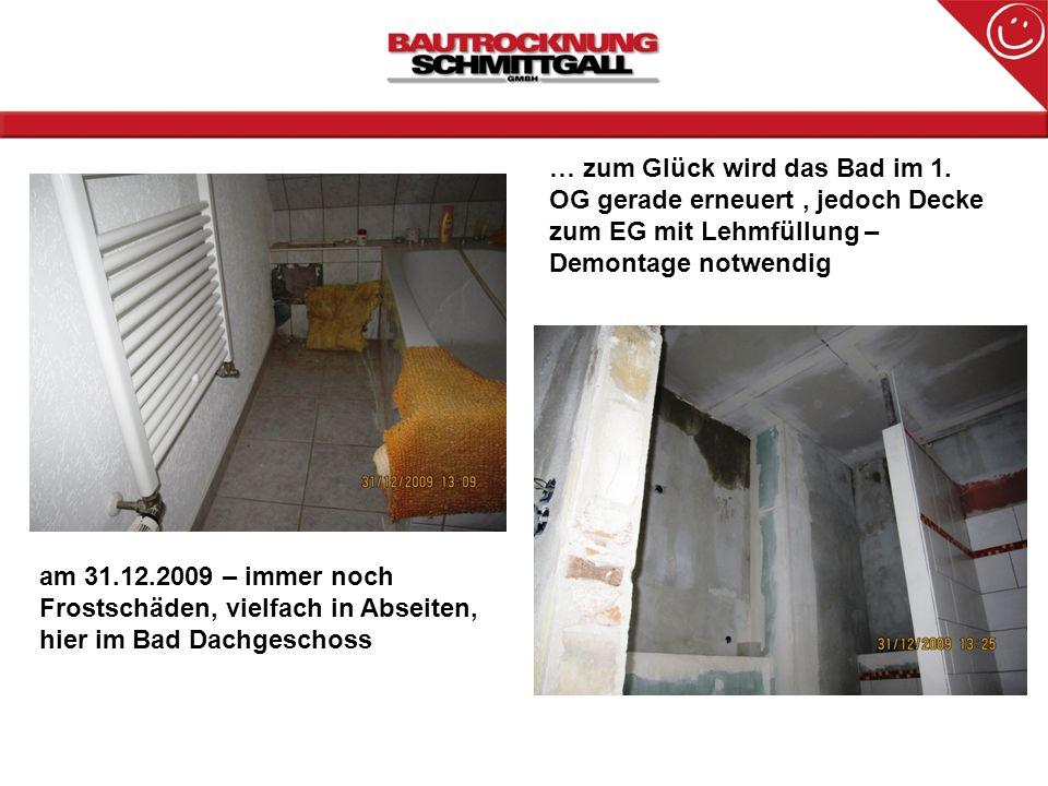 am 31.12.2009 – immer noch Frostschäden, vielfach in Abseiten, hier im Bad Dachgeschoss … zum Glück wird das Bad im 1. OG gerade erneuert, jedoch Deck