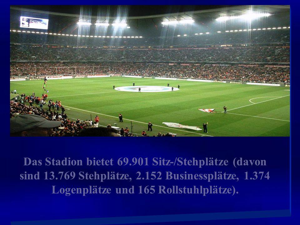 Allianz Arena beleuchtet für Bayern München (rot), 1860 München (blau), und für neutrale Spiele (z. B. deutsche Nationalmann schaft) weiß.
