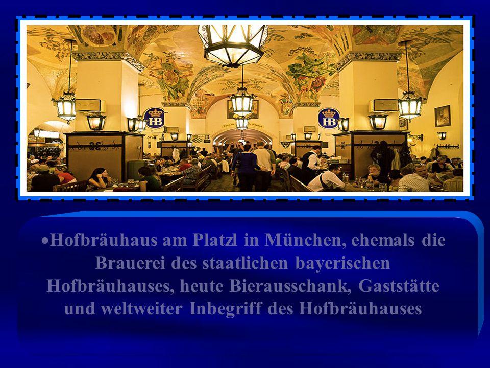 Die Schwemme im Parterre, eine große Bierhalle, ist der bekannteste Teil des Hofbräuhauses und bietet an Holztischen Platz für rund 1000 Personen.