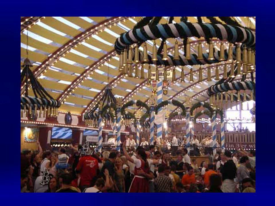 Oktoberfeste waren früher in Bayern keine Seltenheit Sie dienten auch dazu, das eingelagerte Märzenbier vor dem Anfang der neuen Brausaison aufzubrauchen.