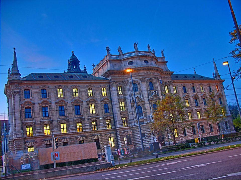 Stachus ist die umgangssprachliche Bezeichnung für den Karlsplatz in München.