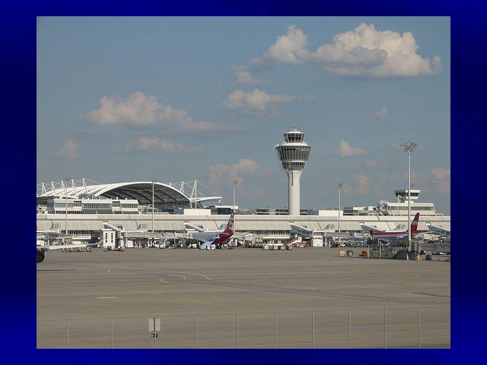 Der Flughafen München Franz Josef Strauß liegt 28 Kilometer nordöstlich von München im Erdinger Moos in unmittelbarer Nachbarschaft zu Freising. Er wu