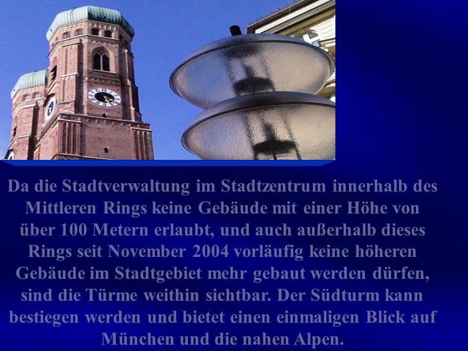 Der dreischiffige spätgotische Backsteinbau mit umlaufendem Kapellenkranz ist 109 m lang, 40 m breit und 37 m hoch.