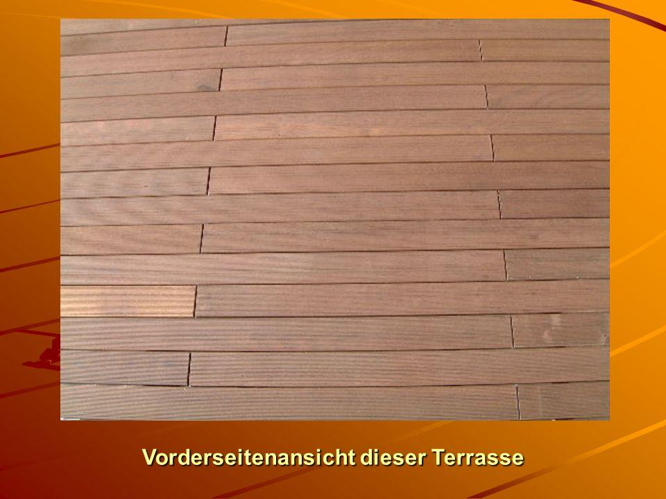 Fläche, ca. 4 m lang und ca. 3 m breit. Diese Fläche besteht aus 3 Elementen. Bedingt durch die Länge sind die Bretter versetzt gestückelt. Rückseite
