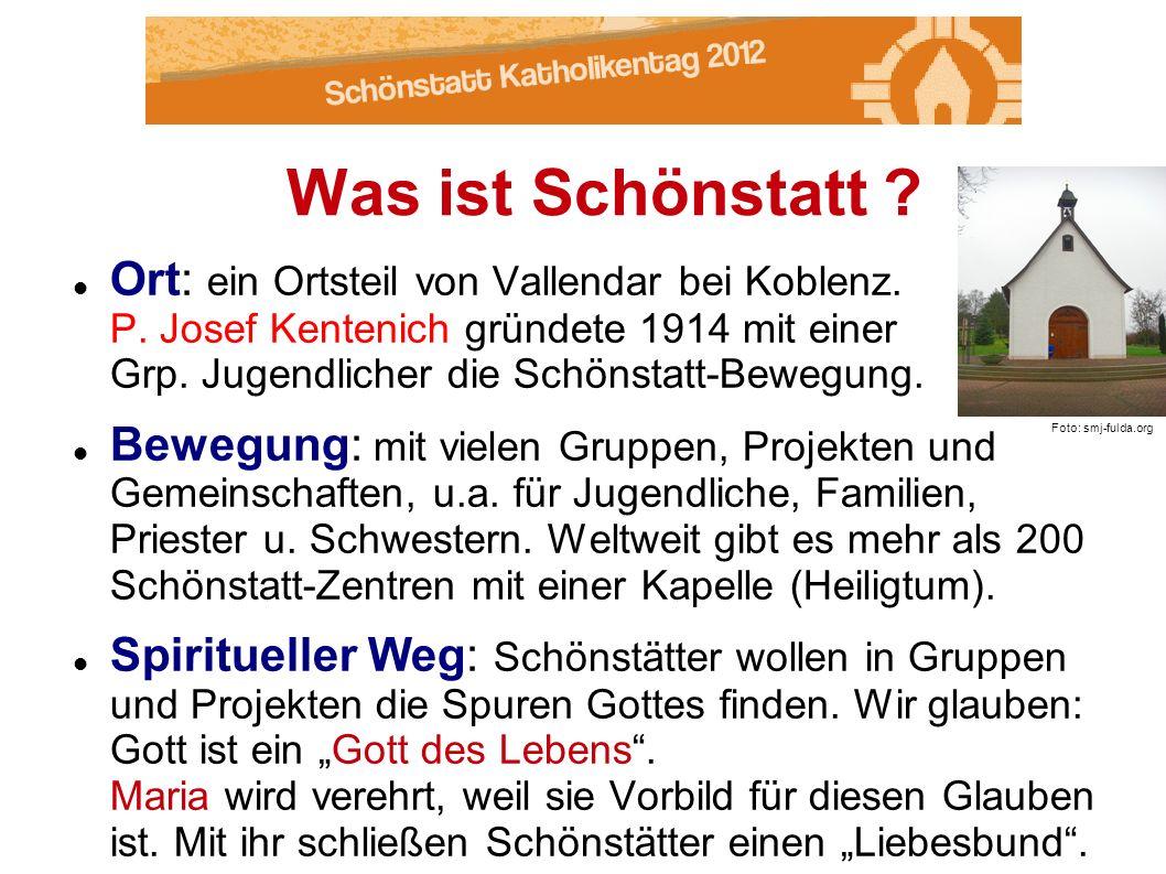 Ort: ein Ortsteil von Vallendar bei Koblenz. P. Josef Kentenich gründete 1914 mit einer Grp. Jugendlicher die Schönstatt-Bewegung. Bewegung: mit viele