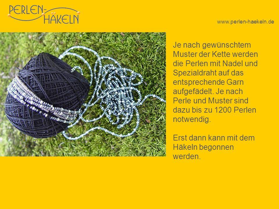 www.perlen-haekeln.de Je nach gewünschtem Muster der Kette werden die Perlen mit Nadel und Spezialdraht auf das entsprechende Garn aufgefädelt. Je nac