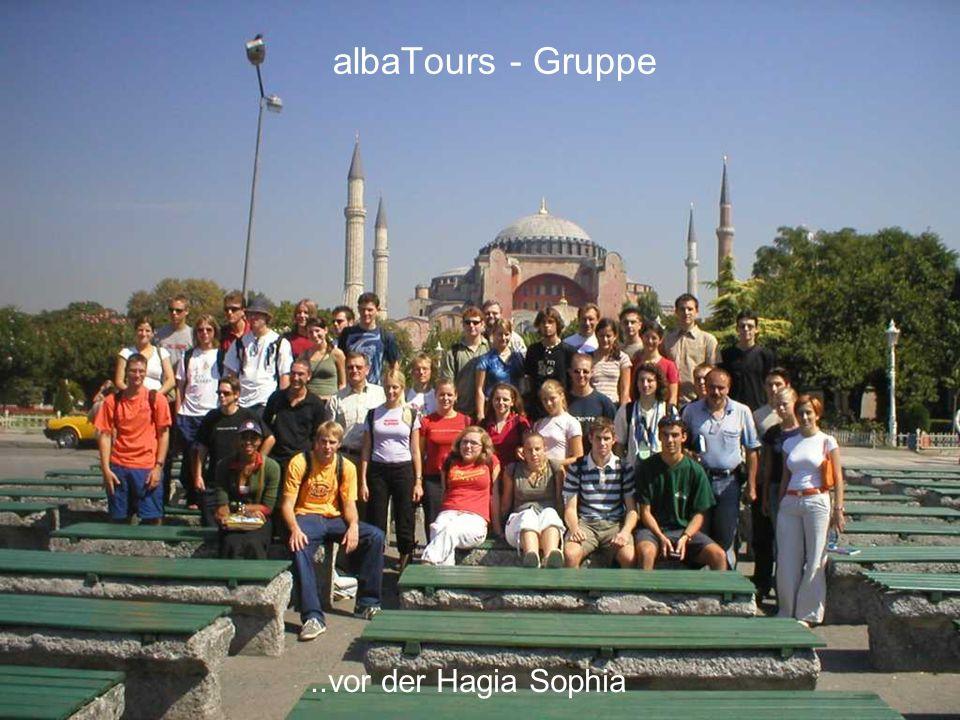 12..vor der Hagia Sophia albaTours - Gruppe