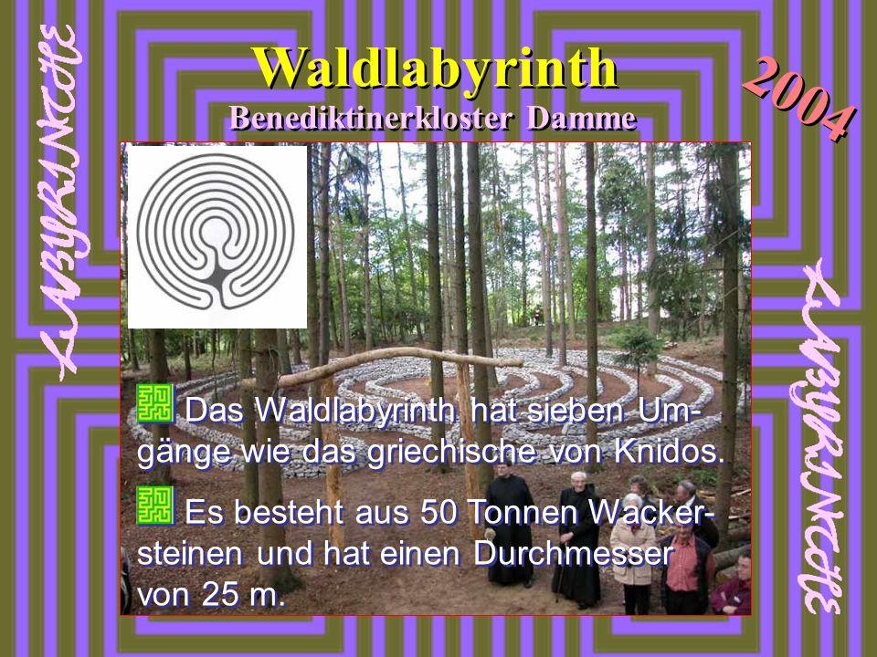 Das Waldlabyrinth hat sieben Um- gänge wie das griechische von Knidos. Es besteht aus 50 Tonnen Wacker- steinen und hat einen Durchmesser von 25 m. Da