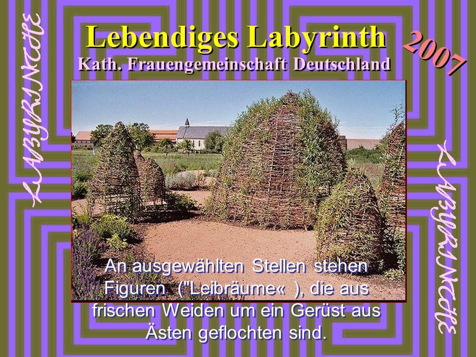 2007 Lebendiges Labyrinth Kath. Frauengemeinschaft Deutschland An ausgewählten Stellen stehen Figuren (