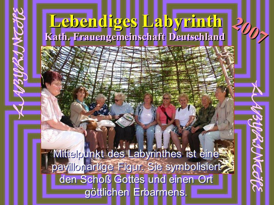 2007 Lebendiges Labyrinth Kath. Frauengemeinschaft Deutschland Mittelpunkt des Labyrinthes ist eine pavillonartige Figur. Sie symbolisiert den Schoß G