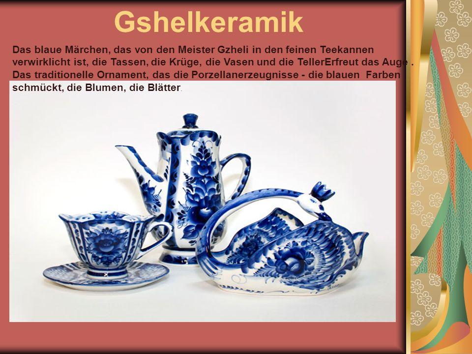 Gshelkeramik Das blaue Märchen, das von den Meister Gzheli in den feinen Teekannen verwirklicht ist, die Tassen, die Krüge, die Vasen und die TellerErfreut das Auge.