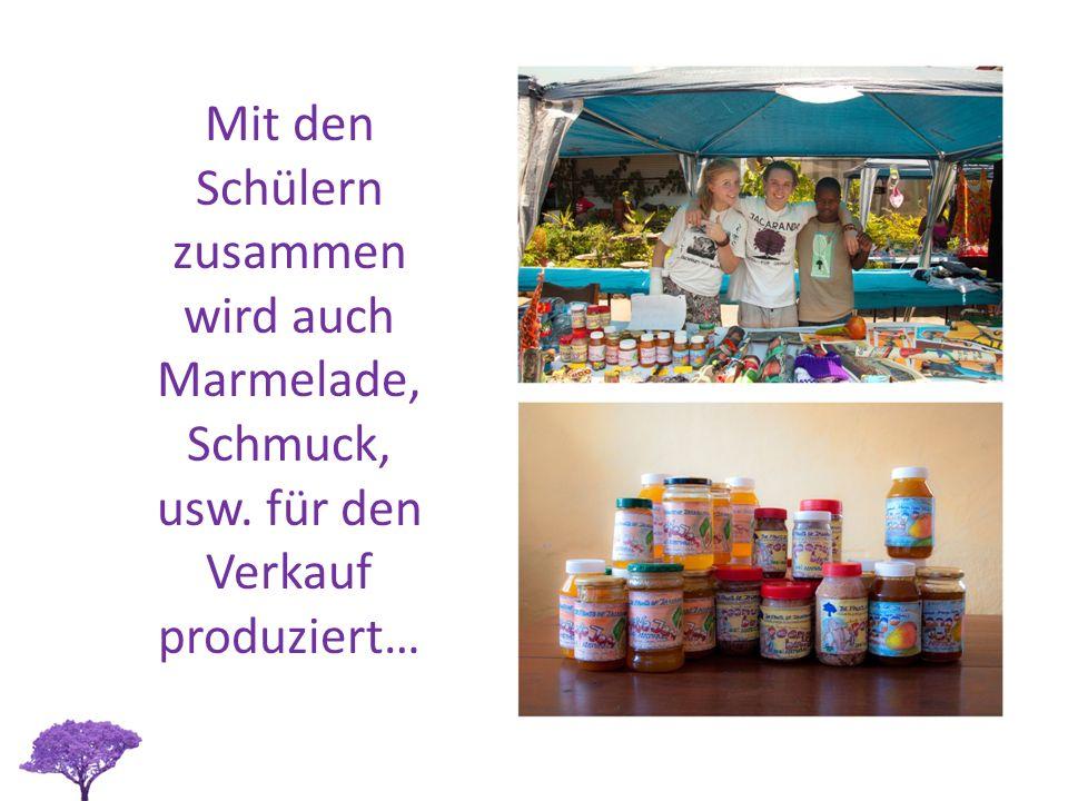 Mit den Schülern zusammen wird auch Marmelade, Schmuck, usw. für den Verkauf produziert…