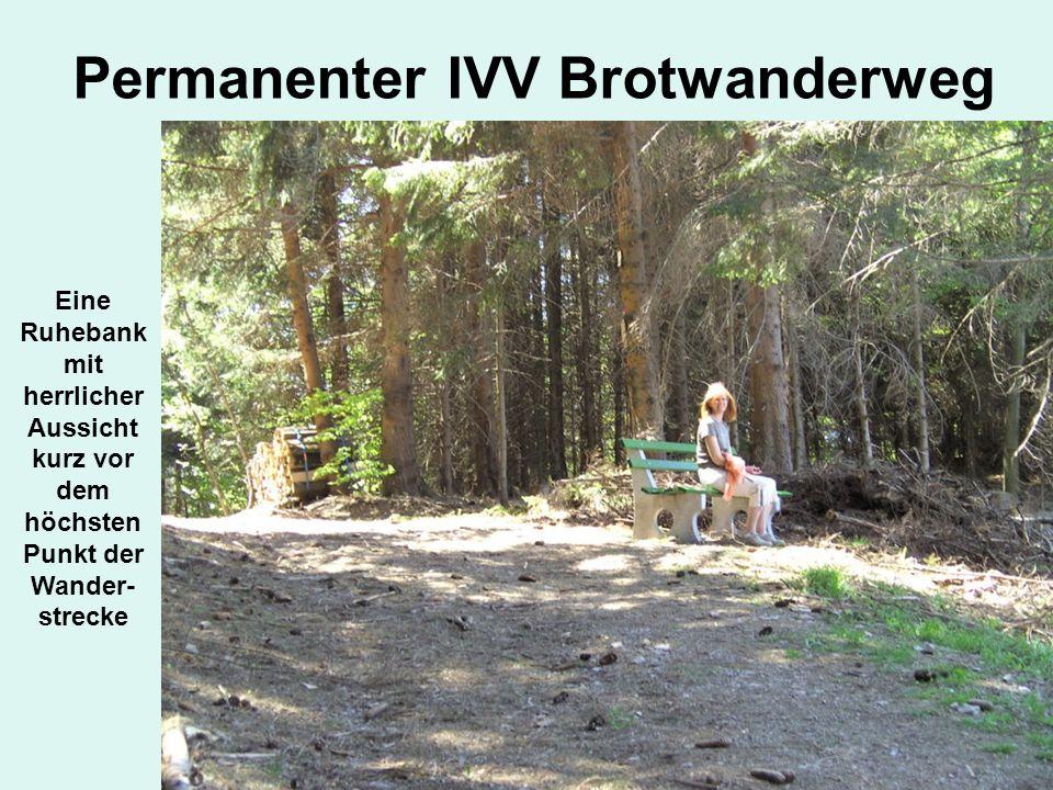 Permanenter IVV Brotwanderweg Eine Ruhebank mit herrlicher Aussicht kurz vor dem höchsten Punkt der Wander- strecke