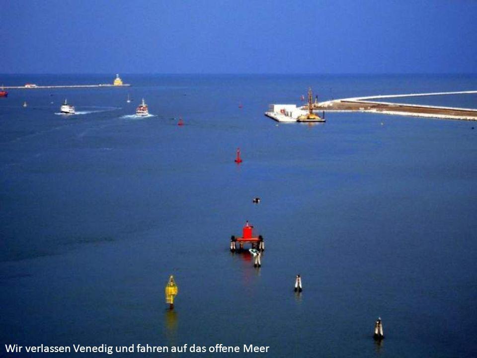 Wir verlassen Venedig und fahren auf das offene Meer