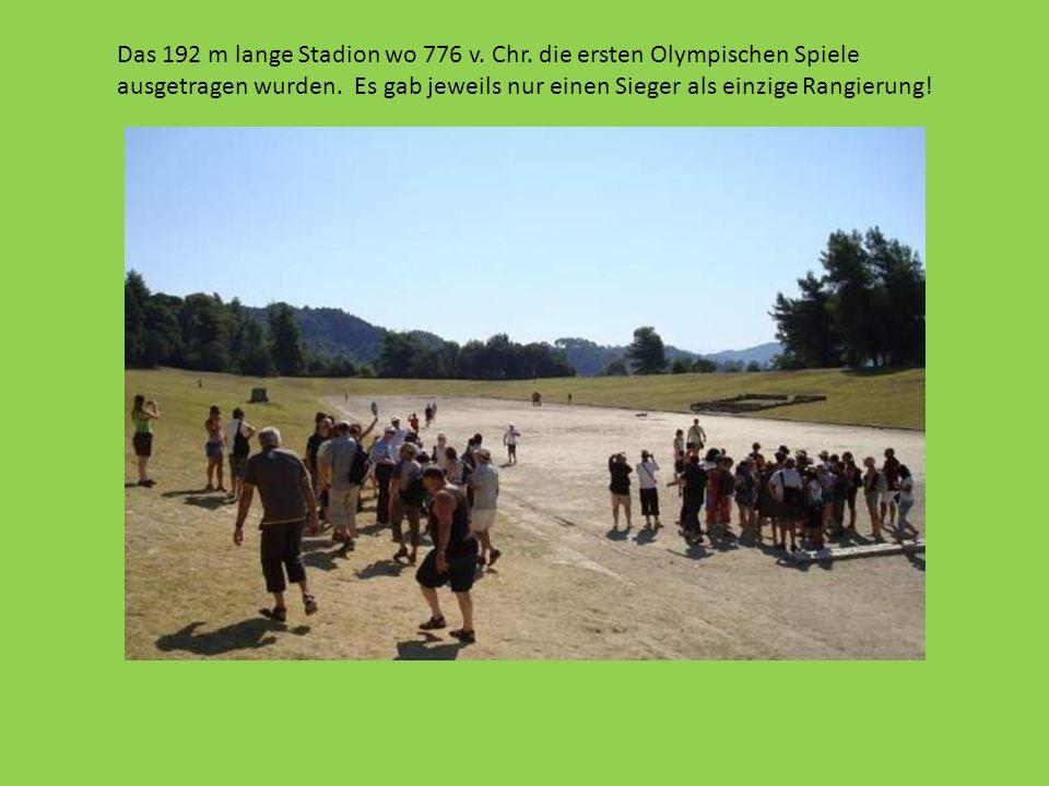 Das 192 m lange Stadion wo 776 v. Chr. die ersten Olympischen Spiele ausgetragen wurden. Es gab jeweils nur einen Sieger als einzige Rangierung!