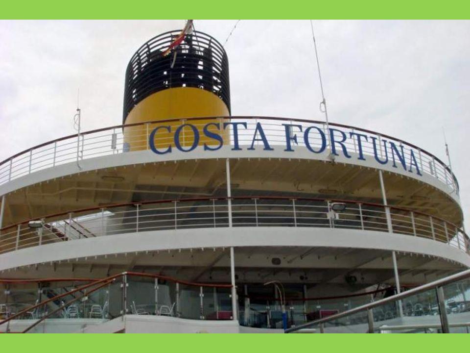 Leinen los! Ein Schlepper zieht die Fortuna vom Pier!