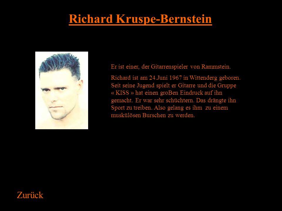 Till Lindemann Er ist der Sänger von Rammstein. Till Lindemann ist am 4. Januar 1963 in Leipzig geboren. Er hat seine Jugend in einem kleinen Dorf neb