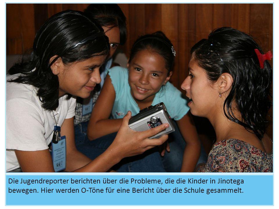 Die Jugendreporter berichten über die Probleme, die die Kinder in Jinotega bewegen. Hier werden O-Töne für eine Bericht über die Schule gesammelt.