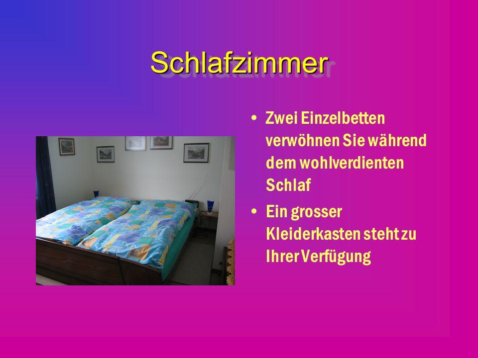 Schlafen im Wohnzimmer Hier stehen Ihnen zwei Klappbetten zur Verfügung -- Tagsüber haben Sie diese Betten gut versorgt Nachts können Sie Ihren wohlverdienten Schlaf geniessen