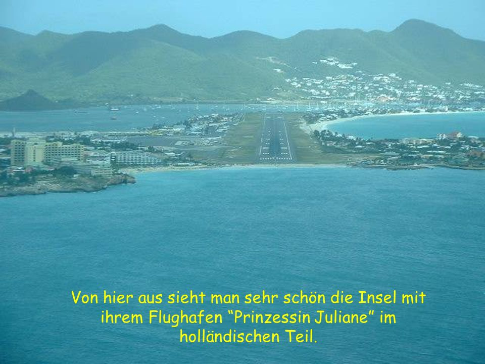 Von hier aus sieht man sehr schön die Insel mit ihrem Flughafen Prinzessin Juliane im holländischen Teil.