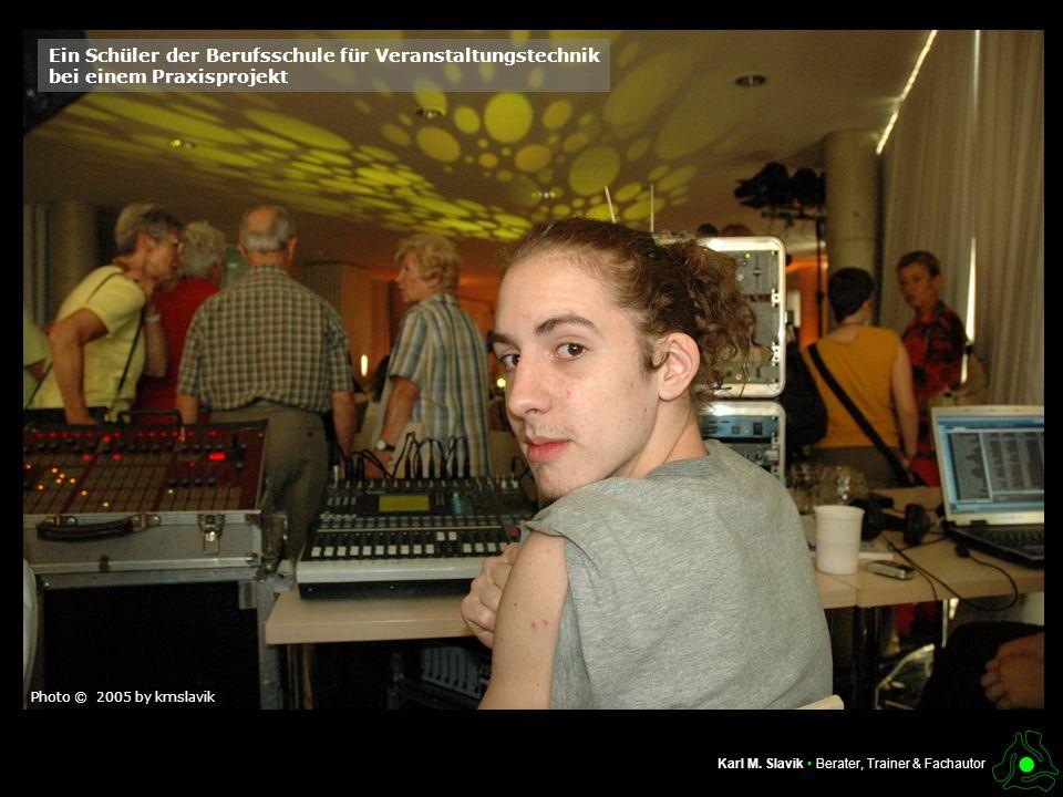 Ein Schüler der Berufsschule für Veranstaltungstechnik bei einem Praxisprojekt Photo © 2005 by kmslavik
