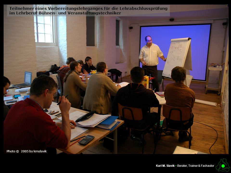 Teilnehmer eines Vorbereitungslehrganges für die Lehrabschlussprüfung im Lehrberuf Bühnen- und Veranstaltungstechniker Photo © 2005 by kmslavik