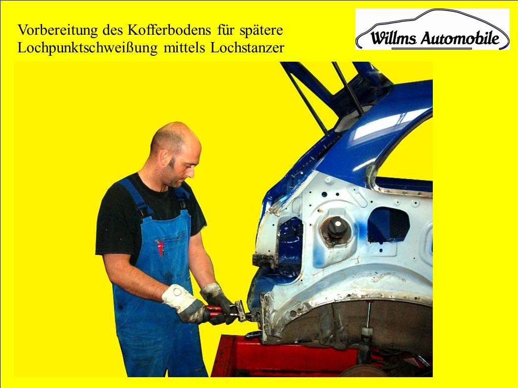 Vorbereitung des Kofferbodens für spätere Lochpunktschweißung mittels Lochstanzer