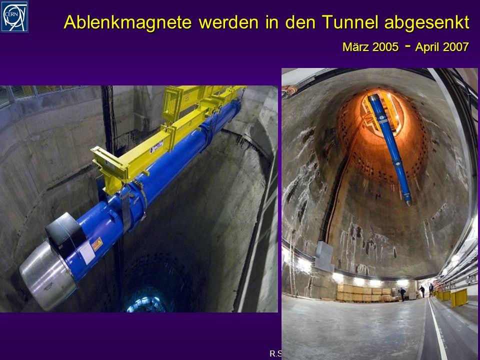 R.Schmidt - Ausstellung Weltmaschine 8 Ablenkmagnete werden in den Tunnel abgesenkt März 2005 - April 2007